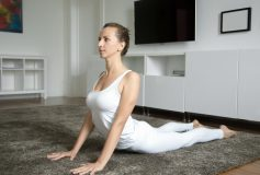 The keys to realize the posture of the Yoga cobra in a perfect way