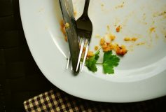 These are the factors that tell you when to stop eating food in a meal